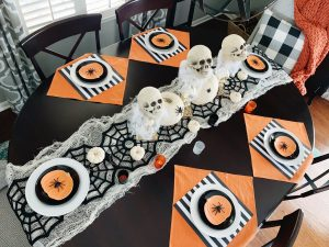 A fun Halloween tablescape that's festive with a little bit of spook! Midwestern Mama #halloween #tablescape #halloweendecor #holidaydecor #halloweenparty